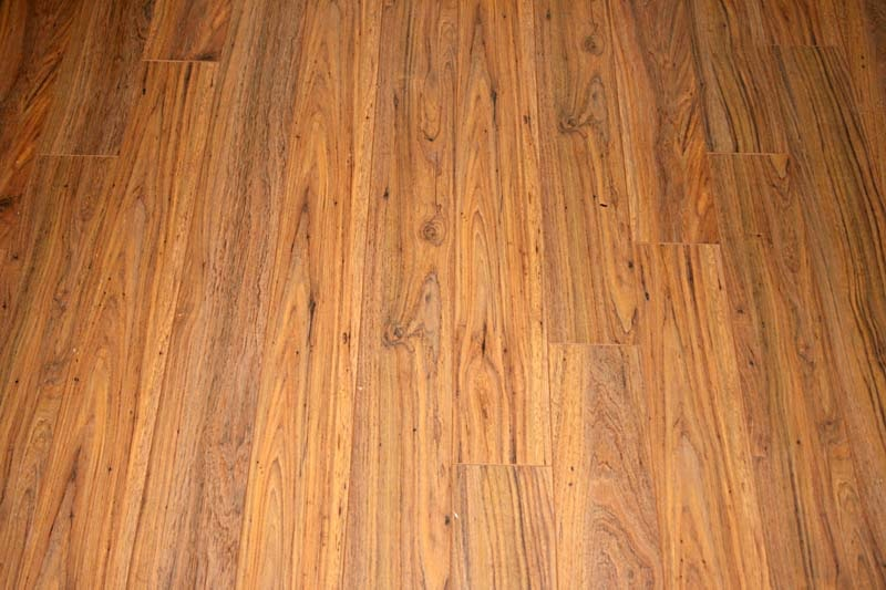 how to make laminate floor shine naturally