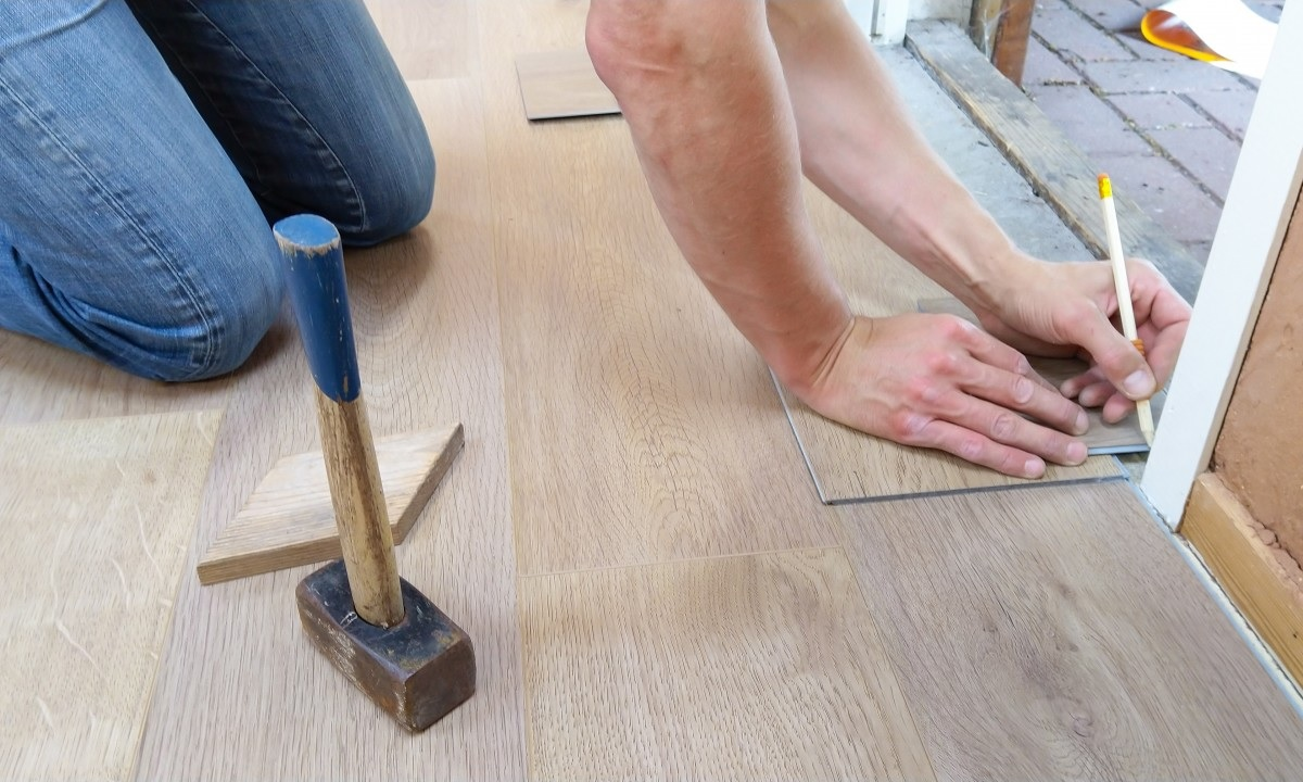 linoleum vs laminate flooring